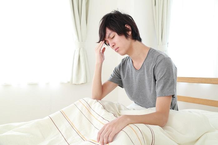 寝起きがシャキッとしない男性