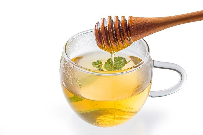 飲みやすくするためにハチミツを入れたハーブティー